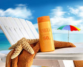 Suntan lotion on chair at the beach — Stockfoto