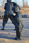 Garotinho em bronze. — Fotografia Stock