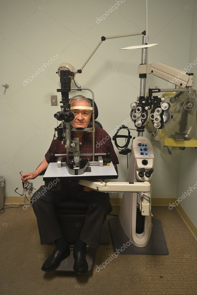 A older man sitting in the office of an optometrist checking out hiseyesight. — Stock Photo #11231037