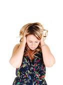 Fille avec des maux de tête. — Photo