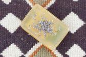 Lavendel en zeep op etnische mat — Stockfoto