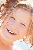 一个美丽的小女孩,室外的肖像 — 图库照片