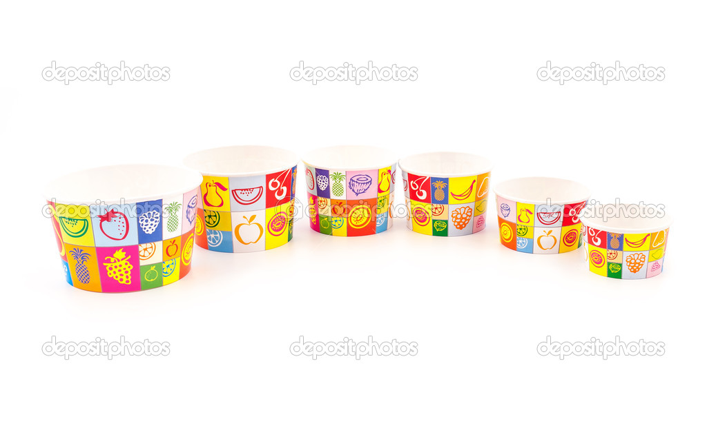 Ice cream paper cups isolated on white backgrounds — Stock Photo #11034640