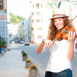 Woman play violin on the street — Stock Photo