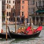 Gondolas on Venice Grand Canal — Stock Photo #11166693