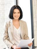 Szczęśliwa kobieta z dokumentów — Zdjęcie stockowe