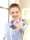 Happy woman with credit card — Foto de Stock