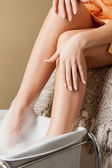 Female hands and legs in spa salon — Foto Stock