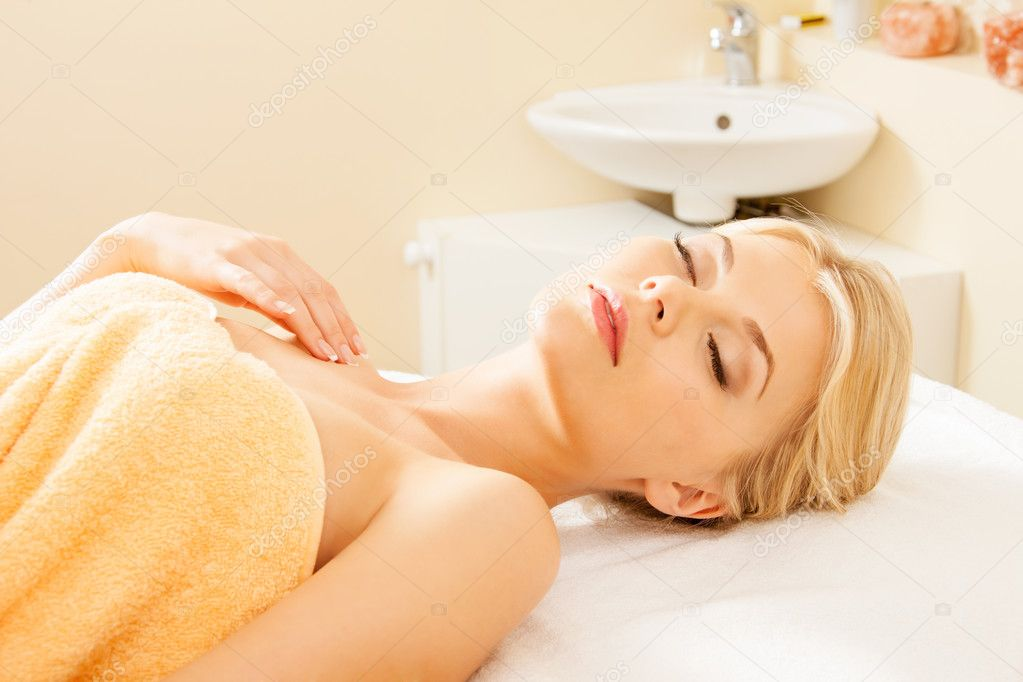 Picture of beautiful woman in spa salon — Stok fotoğraf #11493226