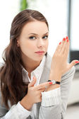 Atractiva mujer de negocios con reloj — Foto de Stock