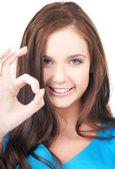 Piękne dziewczyny pokazano znak ok — Zdjęcie stockowe