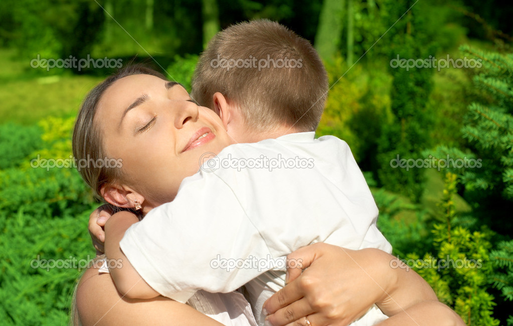 Outdoor picture of happy mother with son — Stock Photo #11758519