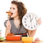 jovem mulher atraente na cozinha — Foto Stock