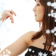 Lovely brunette with engagement ring and snowflakes — Stockfoto