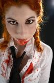 Studentessa con sangue dappertutto — Foto Stock
