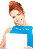 Mulher feliz com o computador portátil — Foto Stock