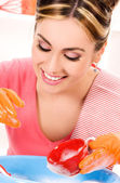 家庭主妇洗菜 — 图库照片