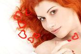 Romantická zrzka s čtení srdce — Stock fotografie