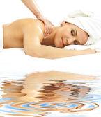 Massagem profissional em areia branca — Fotografia Stock