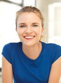 快乐和微笑的少女 — 图库照片