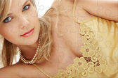 Mysterious blue-eyed blond in pearls puzzle — Foto Stock