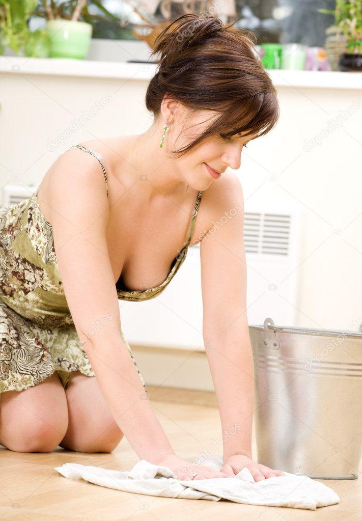 Горячие домохозяйки показывают голые киски  498916