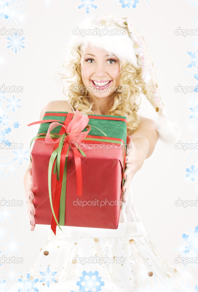 Picture of cheerful santa helper girl with gift box — Stock Photo #11769067