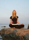 Meditação à beira mar — Foto Stock