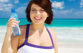 Happy woman with bottle of water — Stockfoto