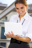 Woman with laptop — Stockfoto