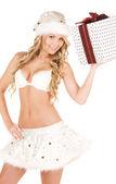 Alegre garota de auxiliar santa com caixa de presente — Fotografia Stock