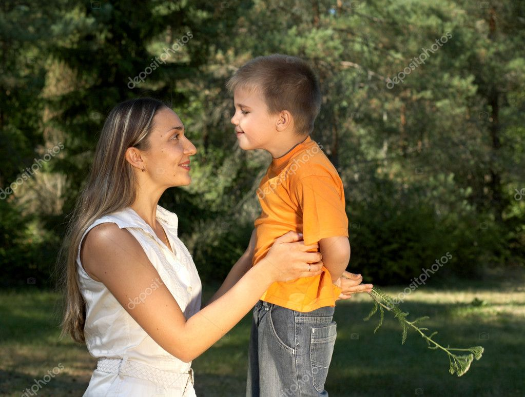 Little gentleman surprising his mother — Stock Photo #11770009