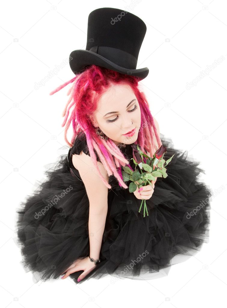 Picture of bizarre pink hair girl with top hat and roses — Stock Photo #11773238