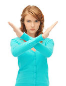 Geste d'arrêt faisant jeune femme — Photo