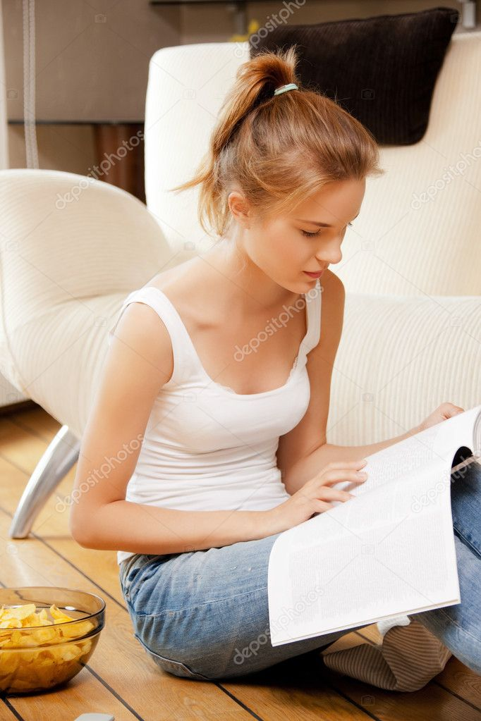 Picture of calm and serious teenage girl with magazine. — Foto de Stock   #12029593