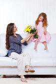 Little girl and woman — Stockfoto