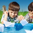 Kids with paper boats — Stock Photo