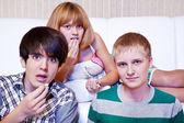 Teens eat popcorn — Stock Photo