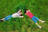 Träumen auf gras — Stockfoto