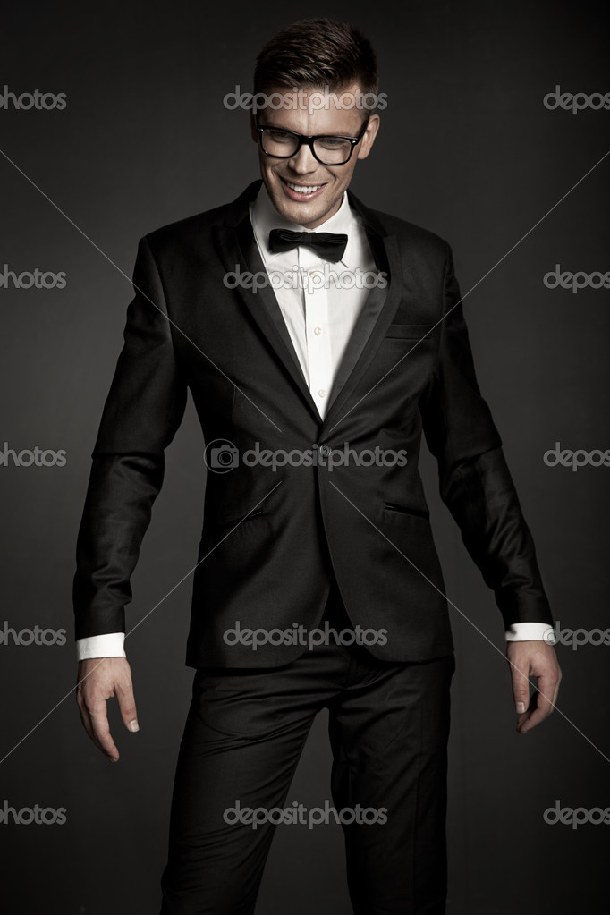 Elegant man wearing suit — Stock Photo #11735298