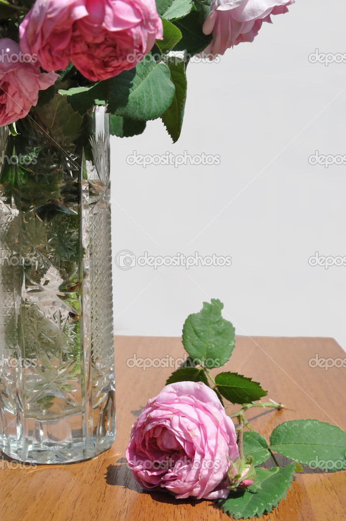 Bouquet of the tea roses in vase — Stock Photo #10797675