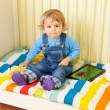 Kid with tablet pc — Stockfoto