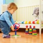 niño jugando con anillos de apilamiento — Foto de Stock   #10957131