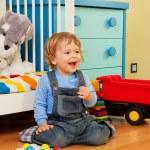 skrattande bebis montera med mosaik — Stockfoto