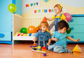 Kids playing on birthday party — Foto Stock