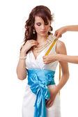 Misurando la lunghezza dalla spalla al seno — Foto Stock