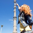 Girl points to observation platform of Ostankino Tower in Moscow — Stock Photo