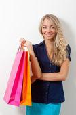 Mujer holding bolsas — Foto de Stock