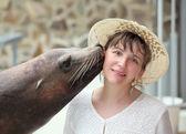 Sea leon kiss. — Stock Photo