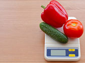 Vegetables on electronic scale — ストック写真